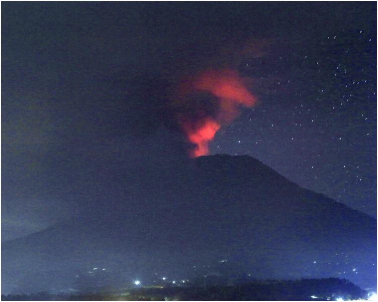 火山持續爆發峇里機場關24小時 國泰取消今日來往峇里航班