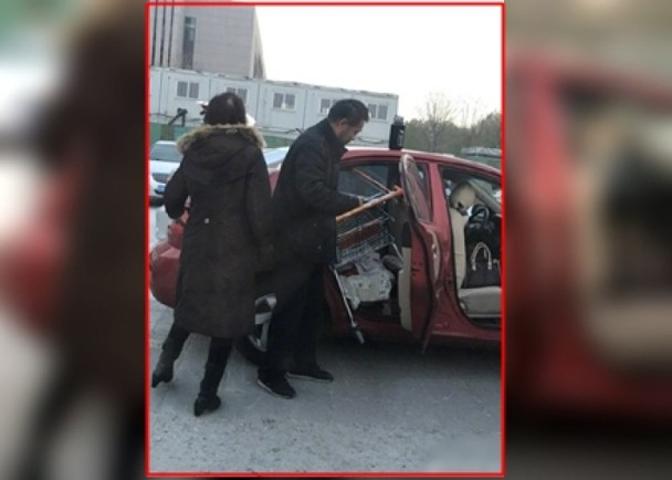 北京一對夫婦在購物中心買完東西,竟然心生貪念,想偷走一部購物車。網上圖片