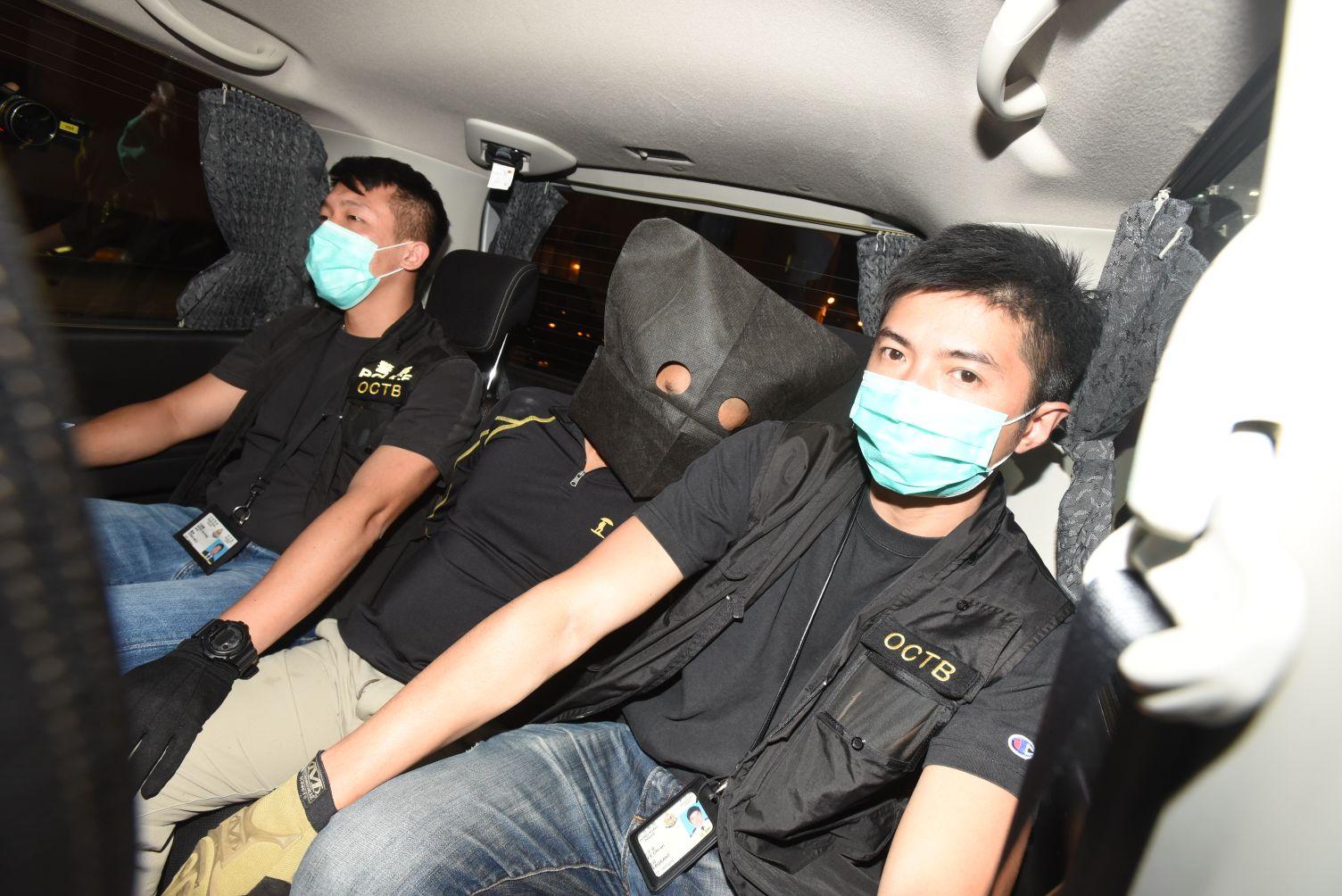 警方深水埗天橋底拘捕4男 涉舉行黑社會入會傳統儀式