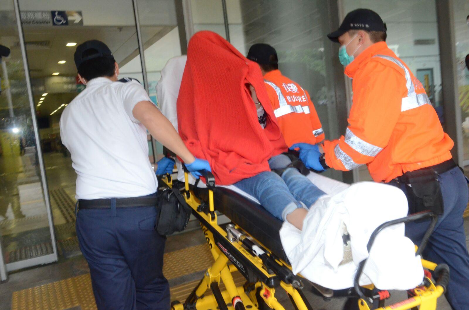 受傷途人送院治理。