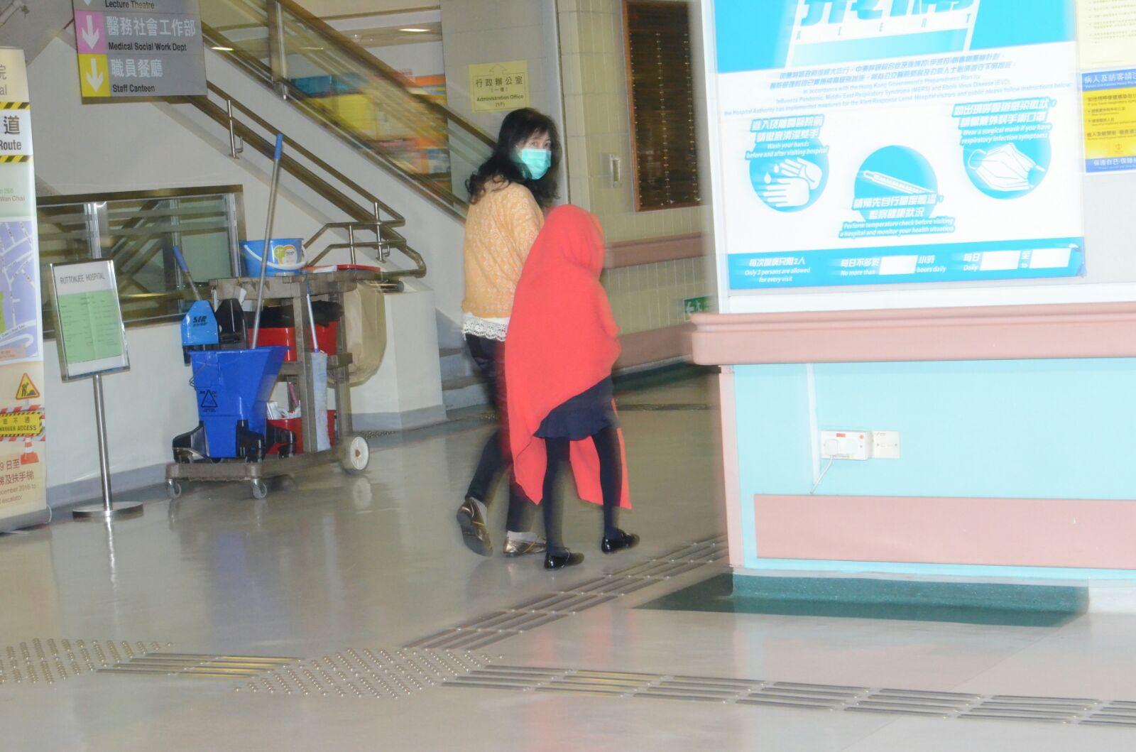一名女學童亦送院檢查。