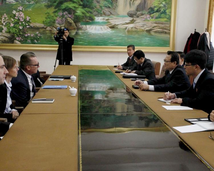 聯合國副秘書長費爾特曼周三與北韓副外長朴明國進行會談。美聯社