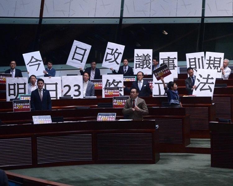 立會審議修改議事規則。