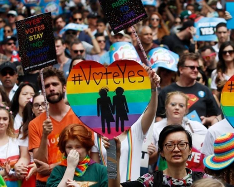 同性伴侶最早可在明年1月8日在當地合法註冊結婚。美聯社資料圖片