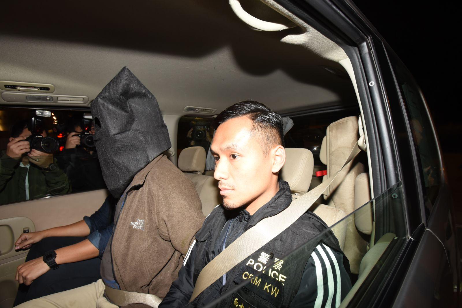 警方拘捕4名男子。尹敬堂攝