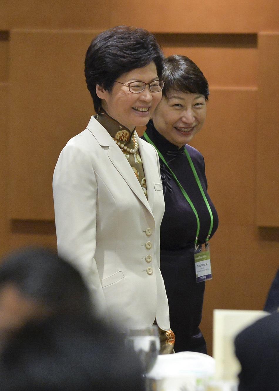 行政長官林鄭月娥(左)、鄭若驊。資料圖片