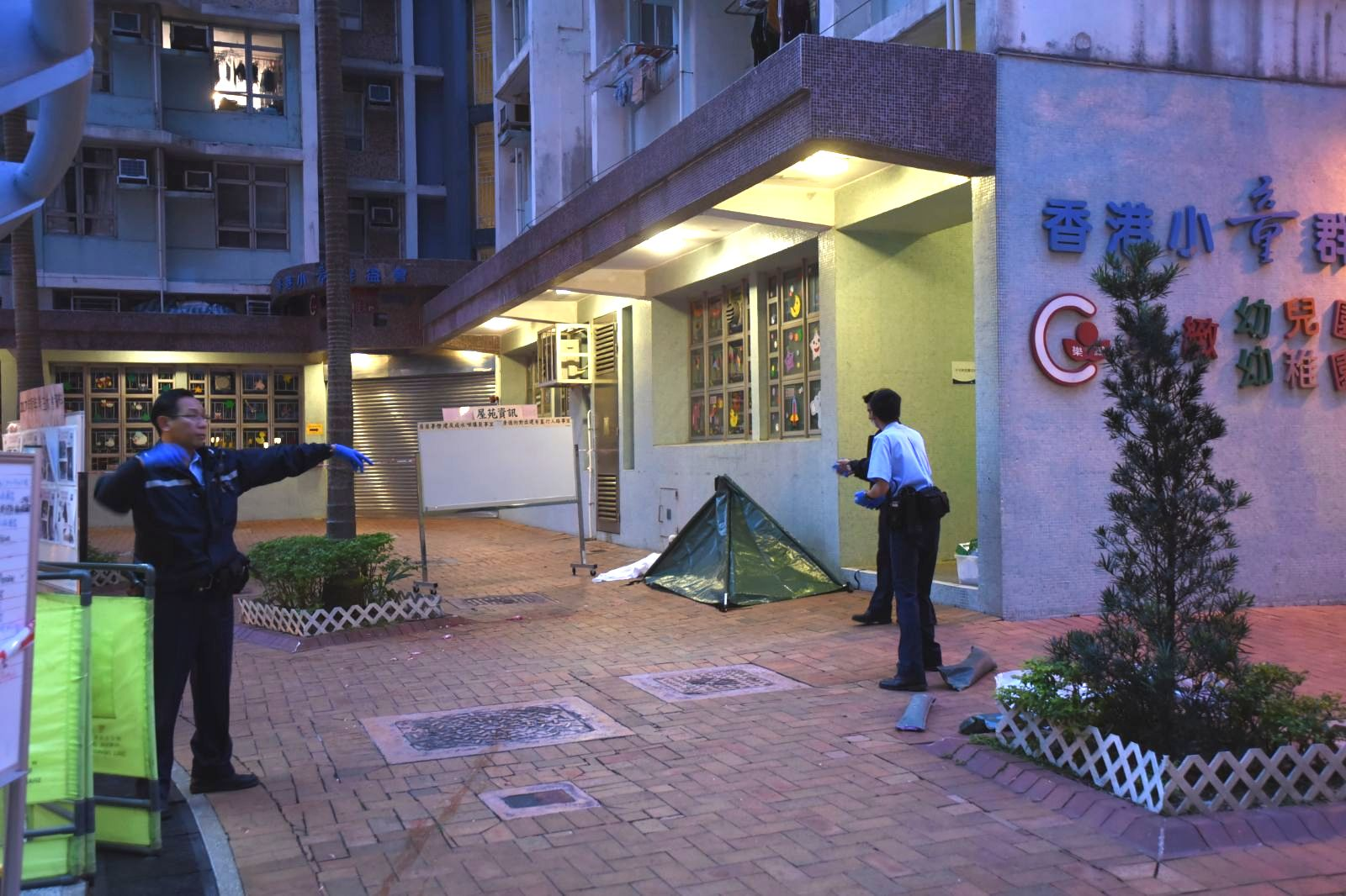 警方以帳篷遮蓋遺體。尹敬堂攝