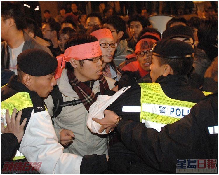 示威者重返碼頭,展開49小時絕食行動。資料圖片