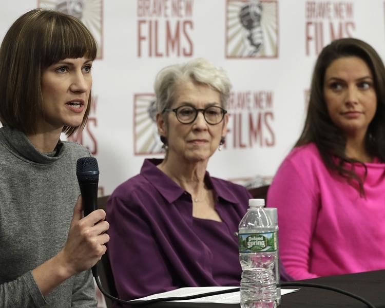 三名女子周一在紐約舉行聯合記者會。美聯社