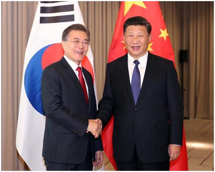 習近平與文在寅分別在7月G20峰會和11月APEC峰會曾會唔。資料圖片