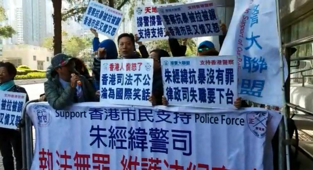 撐警大聯盟庭外示威。陳詠詩攝