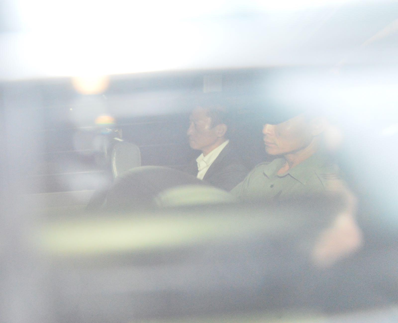 朱經緯上庭前由囚車送往法庭。