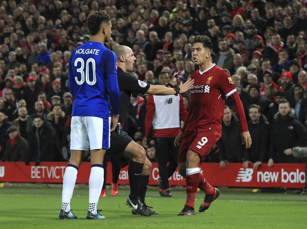 利物浦以2:1擊敗同市的愛華頓晉級。AP