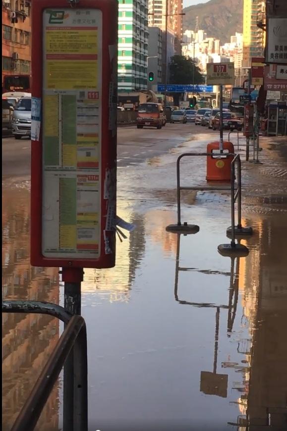土瓜灣爆水管。網民Jennifer Lee圖片