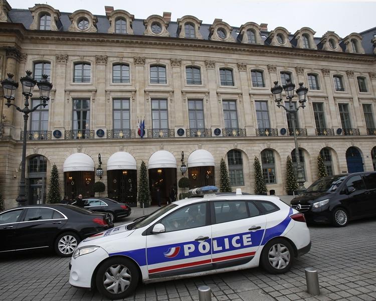 巴黎麗思酒店早前發生珠寶巨劫案,但保安未有加強。美聯社