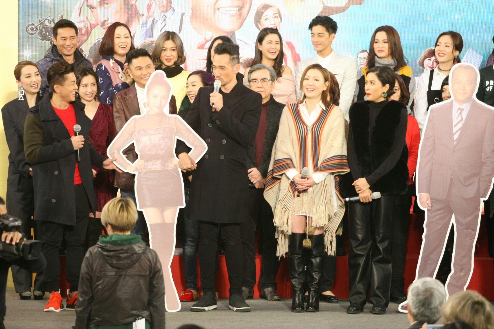 《誇世代》一眾演員齊齊到商場陪觀眾睇大結局。