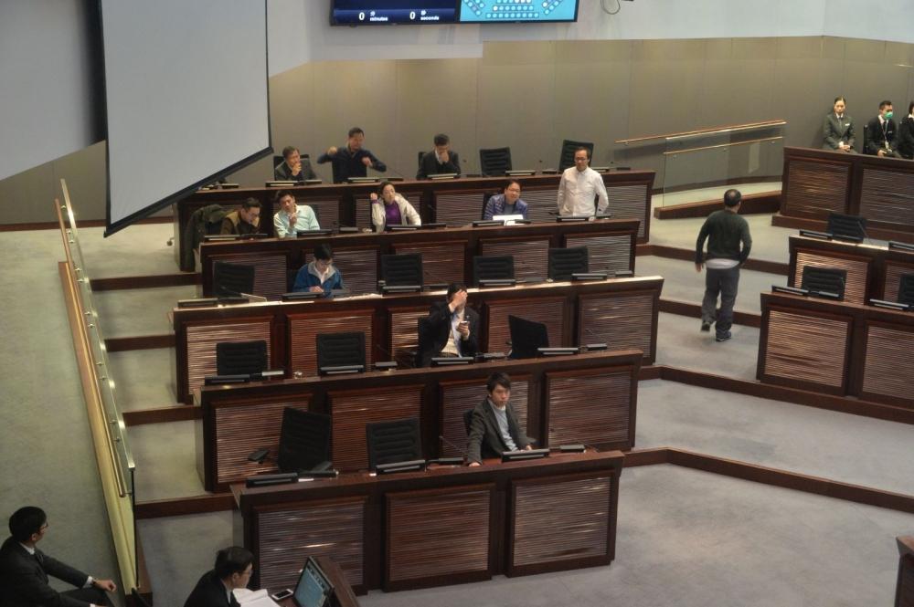 泛民議員在朱凱廸發言後集體離場抗議。