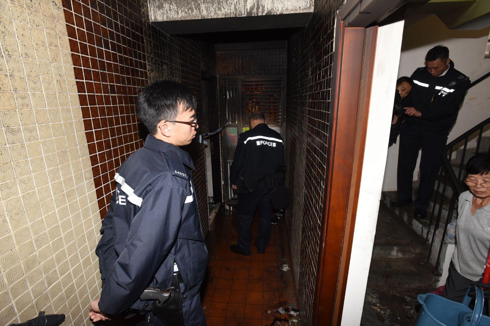 火警現場由警員看守。