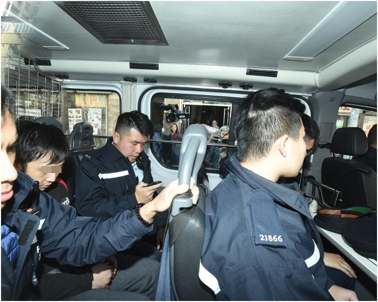 警方拘捕火警單位一名39歲姓黃男住客。