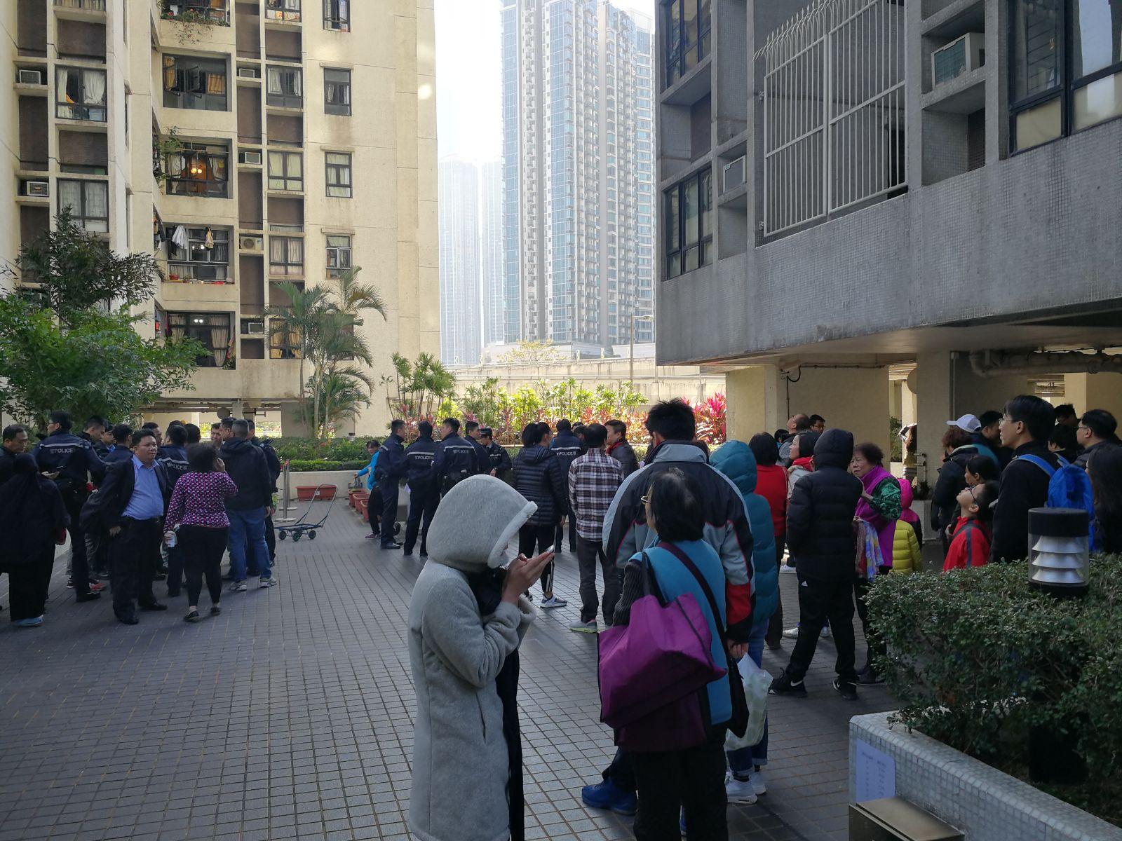 住客自行疏散。梁國峰攝