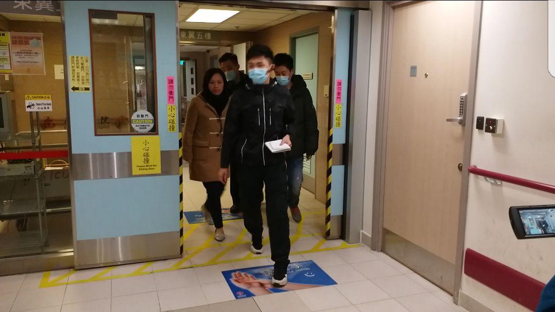 警方重案組人員下午到廣華醫院深切治療部,了解葉女情況。