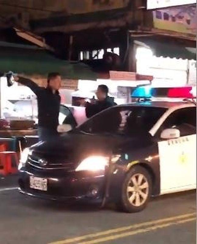 男子怒吼警員:「叫所長出來!」網圖