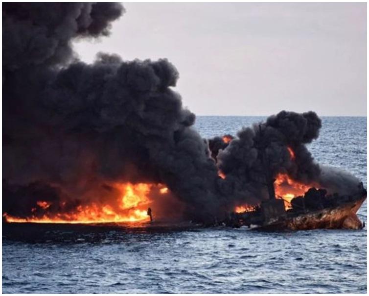 全船被濃煙籠罩。