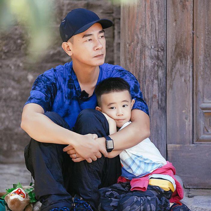 小小春在《爸爸去哪兒》中的表現俘虜了一眾網友的心。