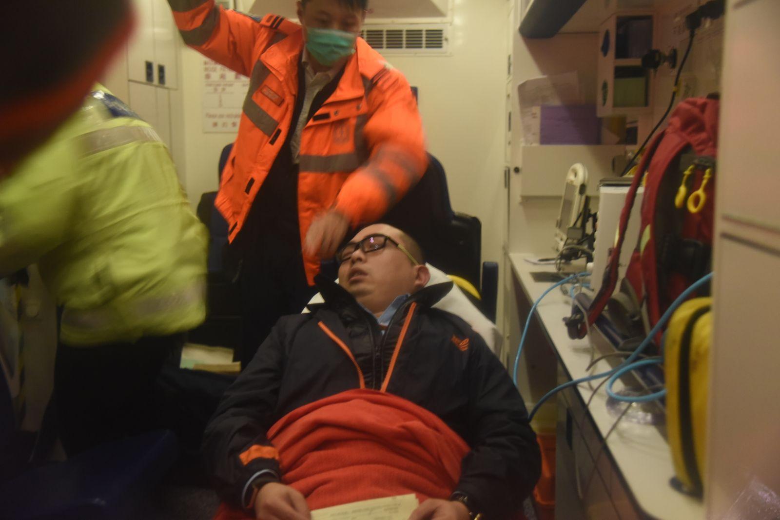 5名傷者送院治理。丁志雄攝