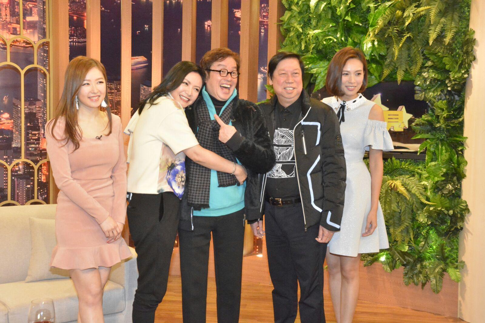 「校長」譚詠麟晚上到亞視錄影清談節目《今晚見》。
