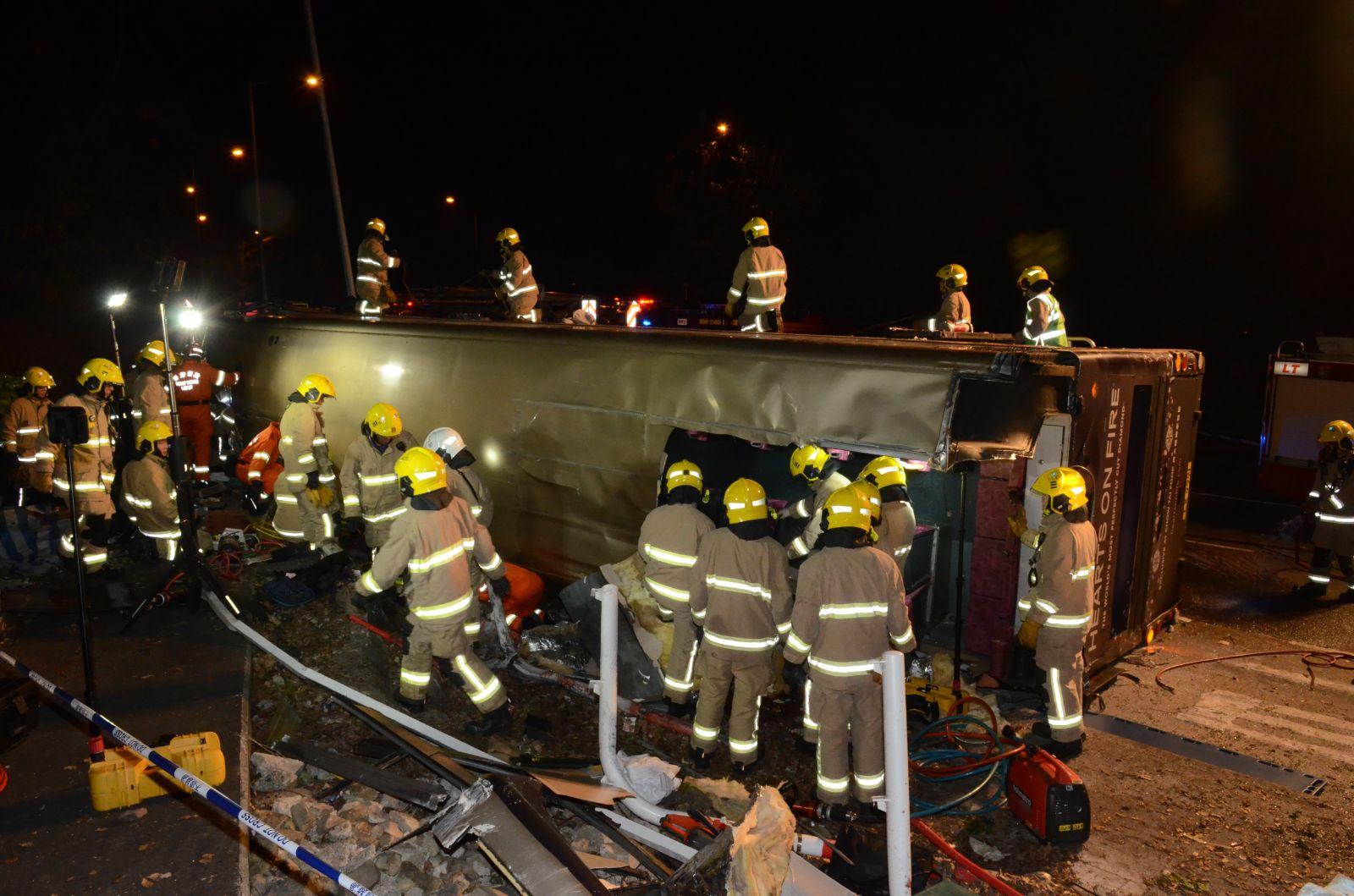 消防在現場救援。