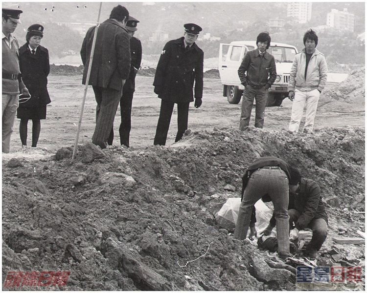 警方人員在馬鞍山填海檢視一截懷疑是碎屍案女死者陳鳳蘭之軀幹「斷肢」。資料圖片