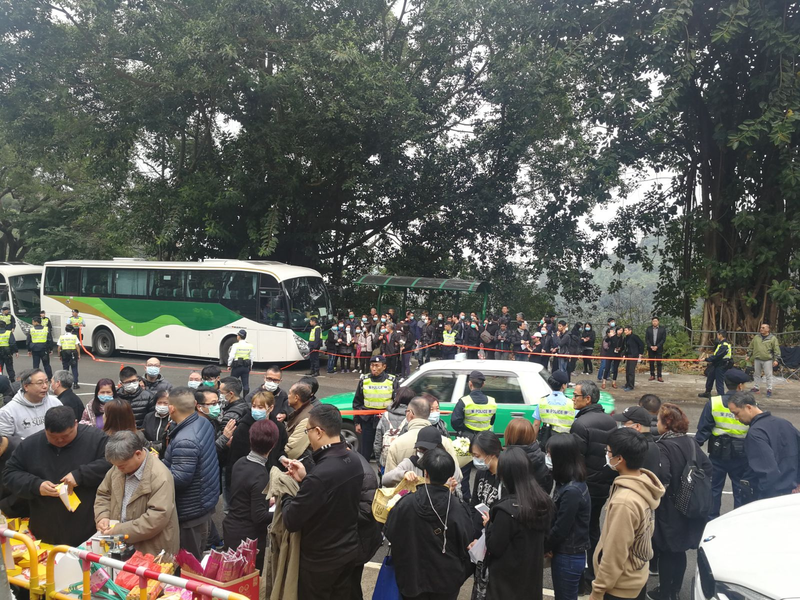 死者家屬到現場進行路祭。梁國峰攝