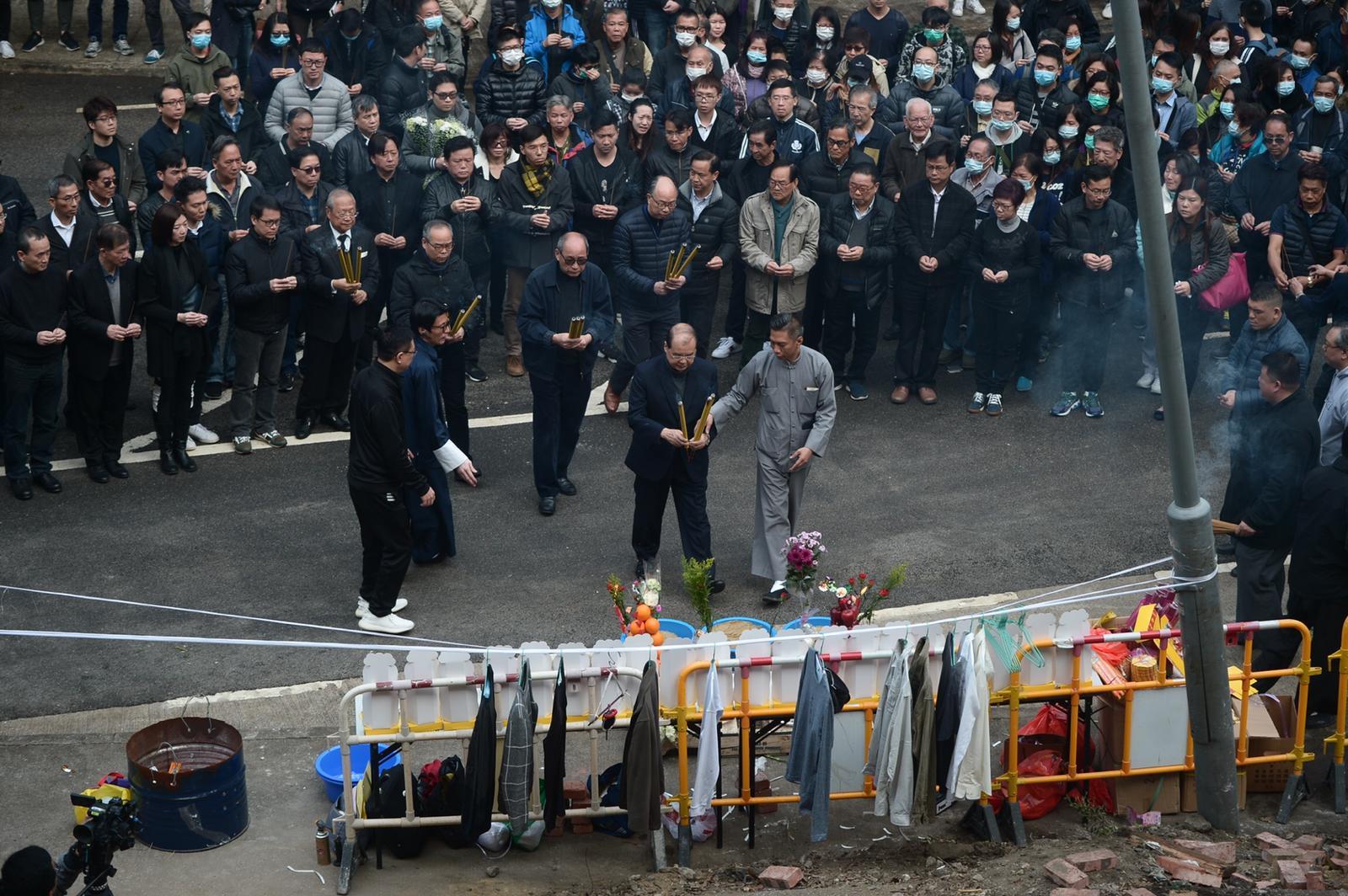 死者家屬到現場進行路祭。蘇正謙攝