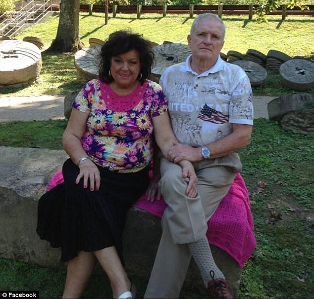 槍手Joseph Nickell的爸爸、媽媽。(網圖)