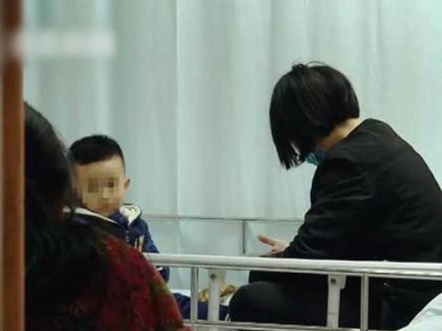 男童接受手術,將「珍珠」取出,目前已康復出院。 網圖