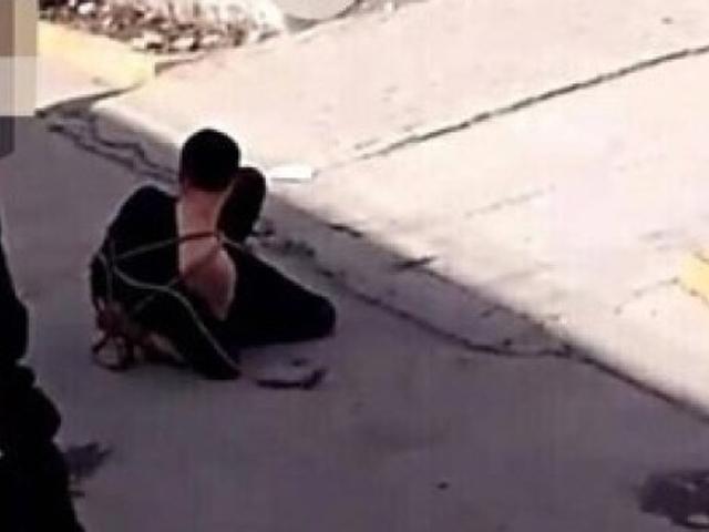 男子其後被村民制伏地上。 網圖