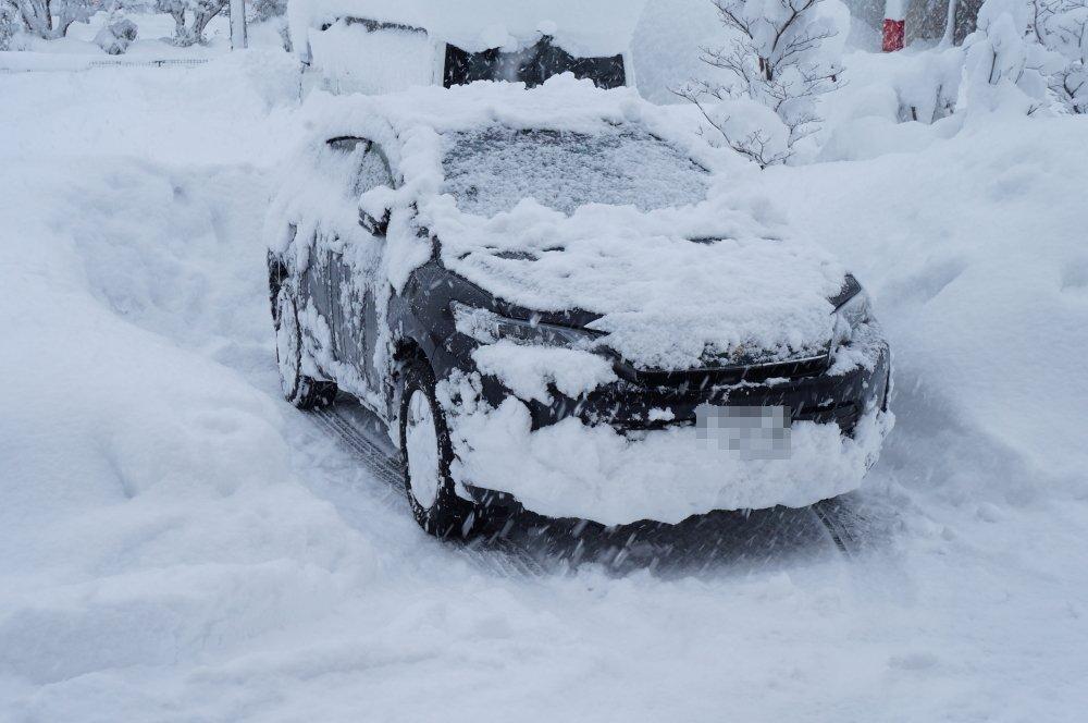 富山縣汽車被大雪覆蓋。網上圖片