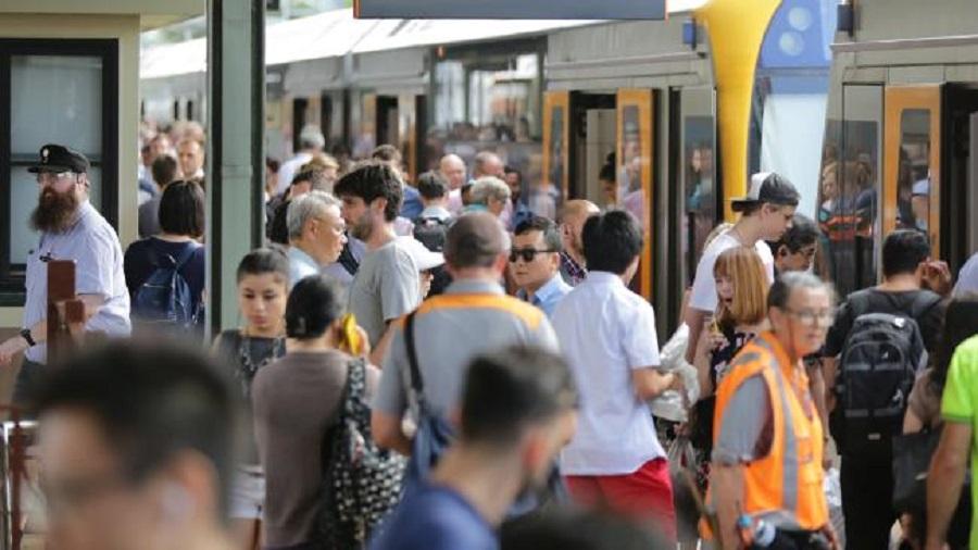 澳洲悉尼大火導致過百班列車延誤。網上圖片