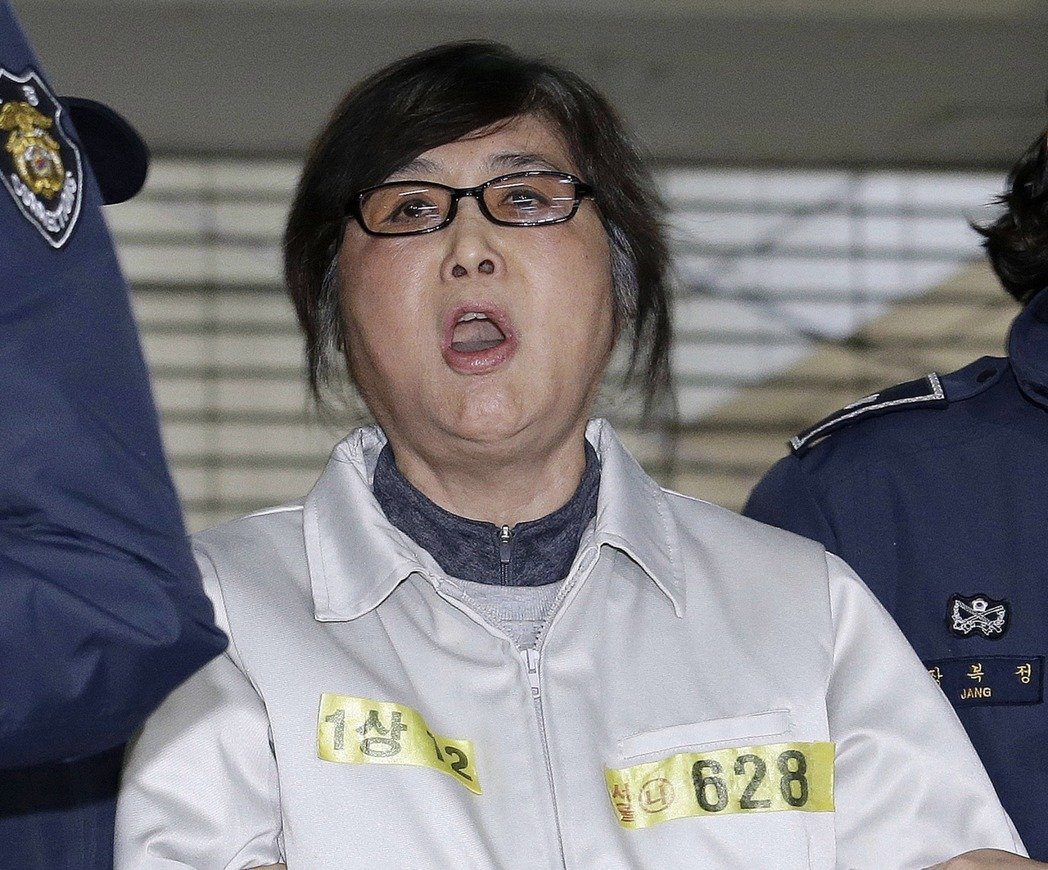 南韓前總統朴槿惠密友崔順實獲判監20年。美聯社