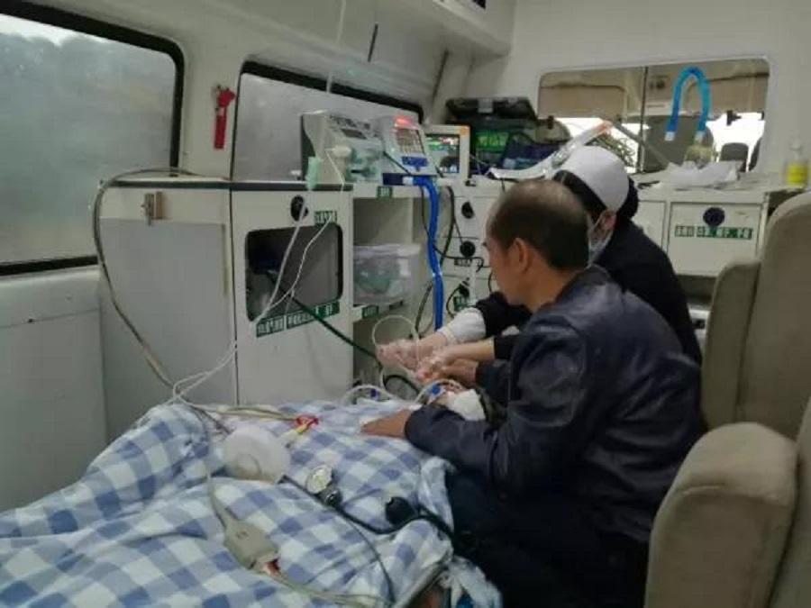 廣西69歲老婦救護車上咬舌自盡。網上圖片