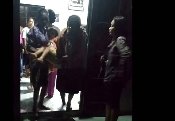 女童被送到附近醫院治療。網圖