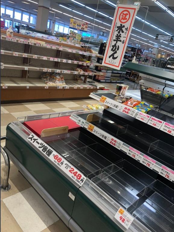 福井縣超市食物被搶購一空。網上圖片