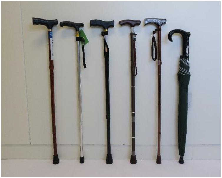 海關勒令6間零售店鋪將多款手杖及手杖傘儲存於指定的地方。圖:政府新聞處
