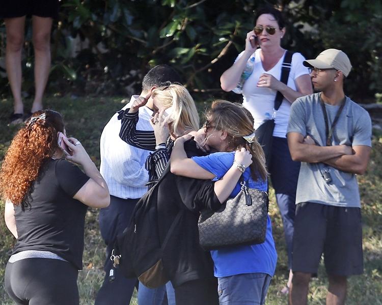 美國佛羅里達州一所中學今天傳出槍擊,多人受傷。AP
