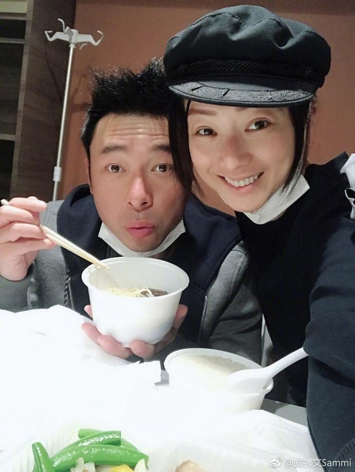 Sammi陪老公在醫院吃情人節大餐。