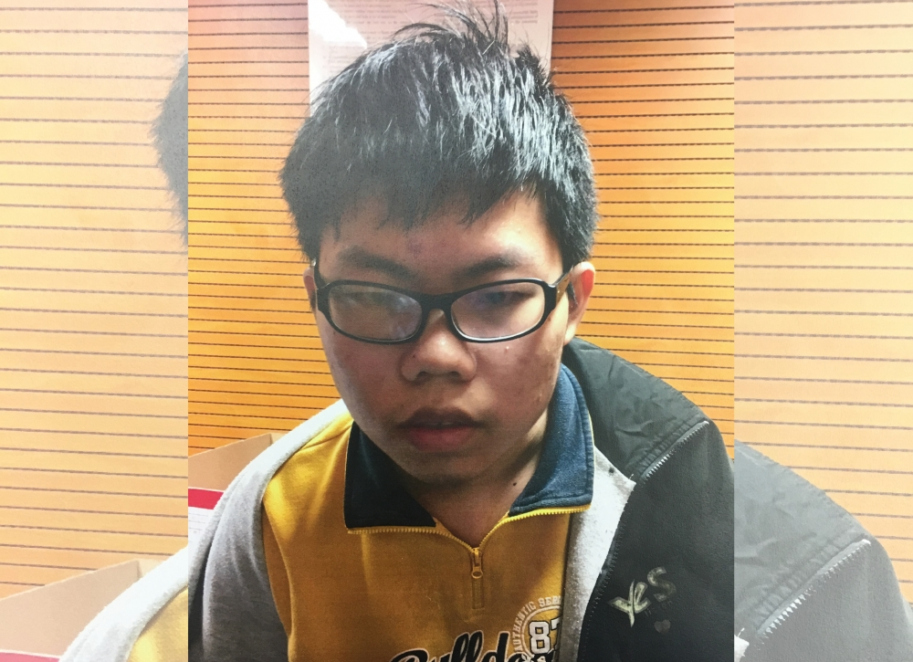 少年疑被人遺棄。警方提供