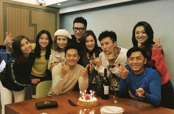 這張相有黃智雯與姚子羚加入,但又不見了謝東閔和朱智賢。