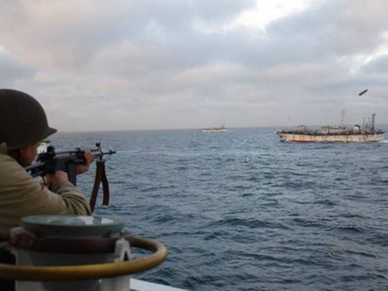 一艘中國漁船被發現在阿根廷專屬經濟區內「違規捕撈」,阿根廷海警向中國漁船開火。AP