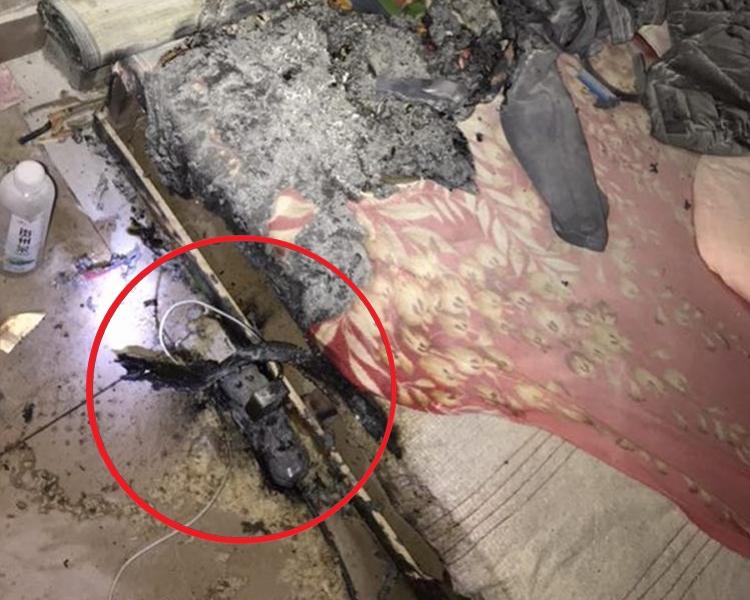 拖板短路起火,並燒著了床頭的海綿枕頭。網圖